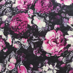 Květy na černé látka